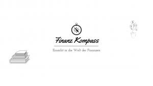 """Logo Finanz Kompass: Schwarzer Kompass in der Mitte, drunter steht """"Finanz Kompass, Einsicht in die Welt der Finzanzen"""". Links davon ist ein Stapel von Bücher und rechts davon ist eine Pflanze auf der Geldmünzen blühen"""